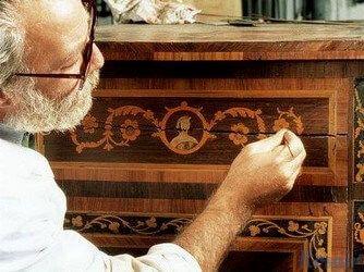 Реставрация мебели: стоит ли доверять профессионалам?